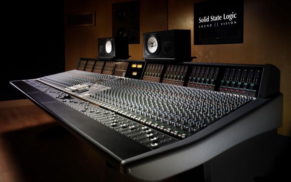 music-studio_00368219-e1423161875221